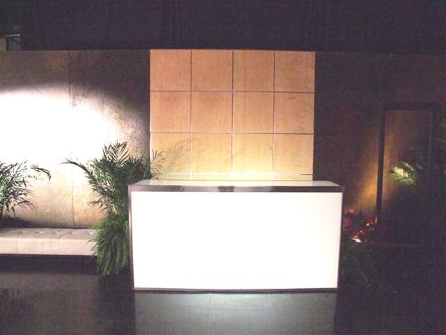 maple grid & glow bar